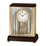 アールヌーボー調の唐草がガラスに煌めくモダンな高級置時計